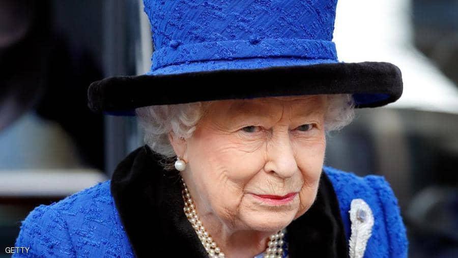 لأجل الحيوان ..  ملكة بريطانيا تتخلى عن جزء من أناقتها