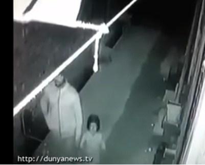 مقطع فيديو  جديد ..  للسفاح الذي قتل و اغتصب الطفلة زينب