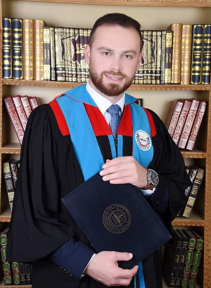 الدكتور أحمد عواوده  ..  مبارك التخرج من كلية الطب