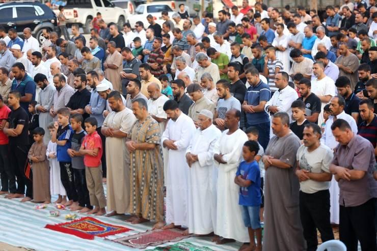 غزة: السماح بصلاة العيد ..  وصلاة الجمعة