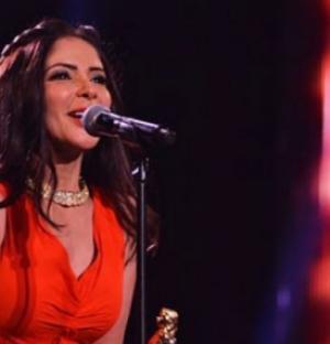 بالصور .. منى زكي تحير جمهورها بصورة غريبة مع أحمد حلمي