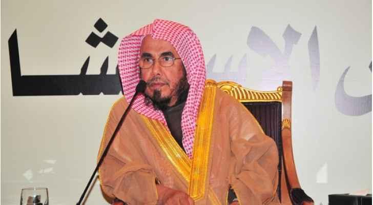 """بالفيديو ..  """"تويتر"""" يشتعل بما دعا عالم دين سعودي النساء إليه!"""