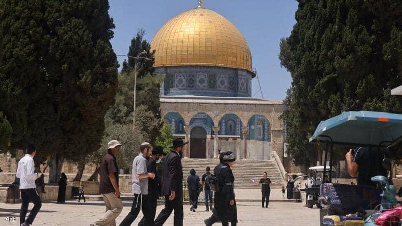 الاحتلال يقرر الموافقة على تنظيم مسيرة الأعلام في القدس