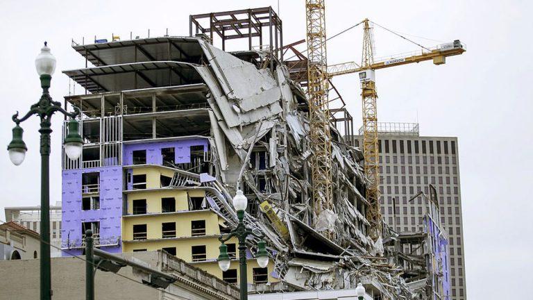 بالفيديو : شاهد لحظة انهيار فندق من 18 طابقًا في أمريكا