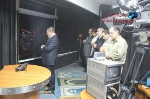 صورة لم تنشر من قبل.. مرسي يوقف لقائه مع ''الجزيرة'' لتأدية الصلاة