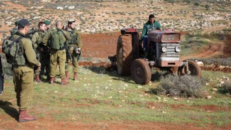 الاحتلال يستولي على مركبة وجرار زراعيين جنوب طوباس