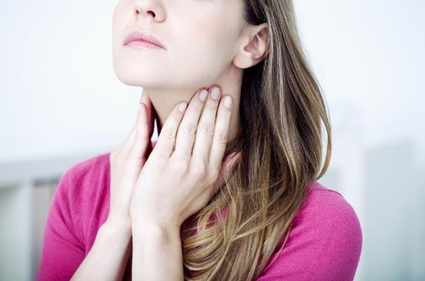 التهاب اللوزتين وراء الشخير ورائحة الفم الكريهة