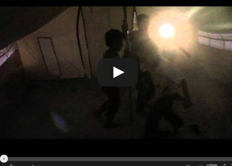 """بالفيديو..مواطن اردني يلجأ لشراء خيمة """"سورية"""" ليسكن بها بعد طرده من منزله"""