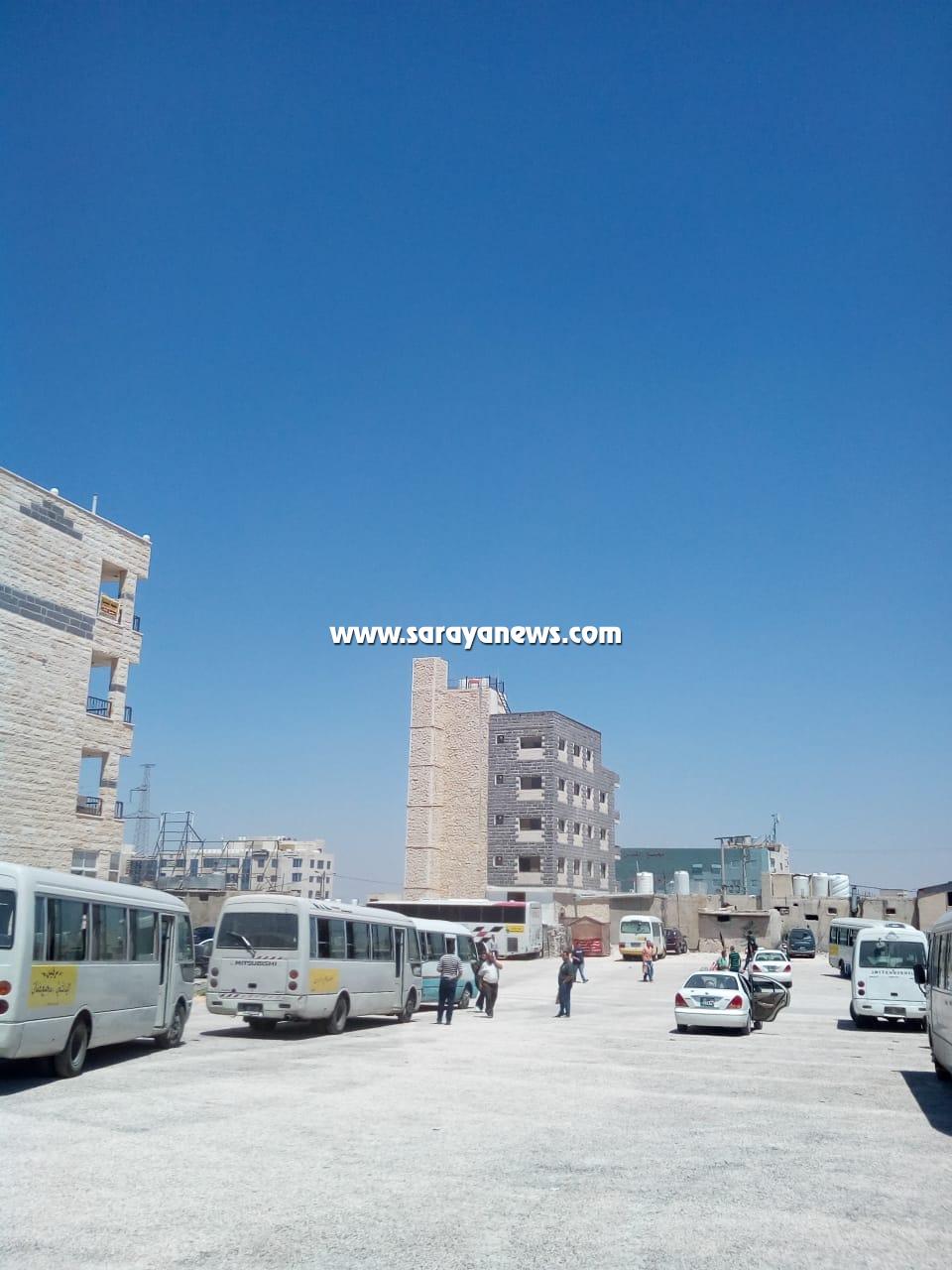 بالصور ..  اربد: نقل موقف باصات  وسرافيس النقل الداخلية بمجمع عمان الجديد يثير استياء المواطنين