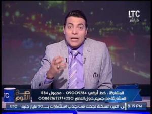 بالفيديو .. مذيع بنفجر غضباً على زميله : انت مُخبر و مطبلاتي و قرفت المنهة بسببك