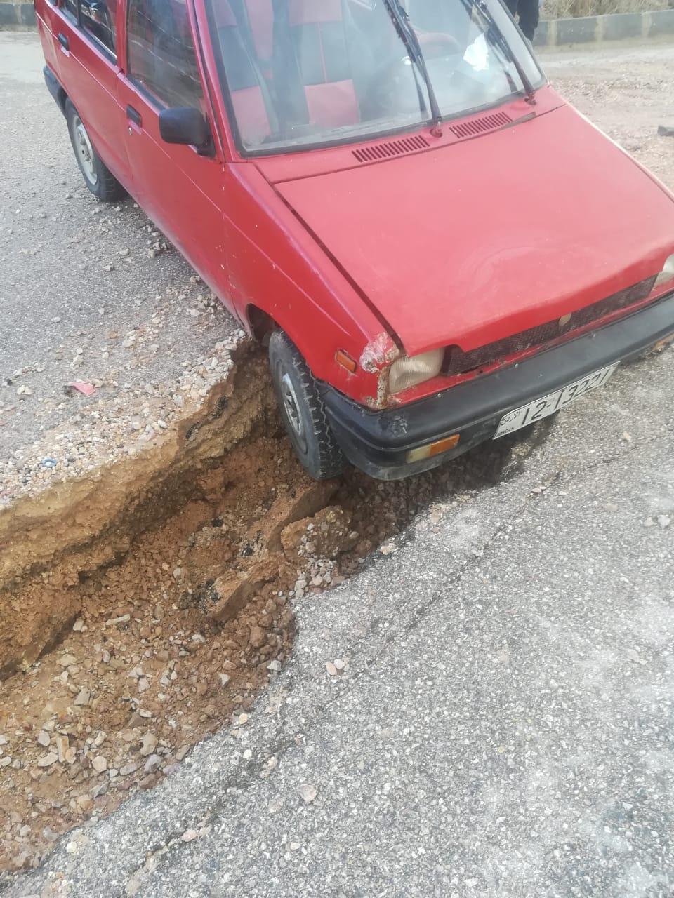 بالصور  ..  الأمطار الأخيرة والإنجرافات الناجمة عنها تغلق أحد الشوارع الرئيسية في اربد