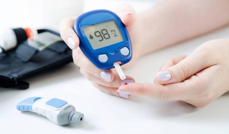 كيف تخفض نسبة السكر في الدم بشكل طبيعي؟