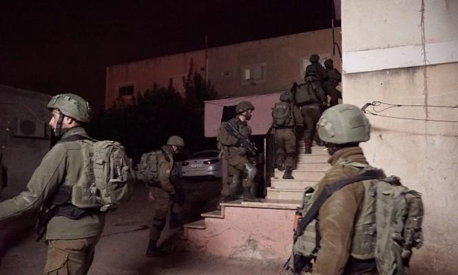اعتقالات تطال 22 مواطناً في محافظات الضفة