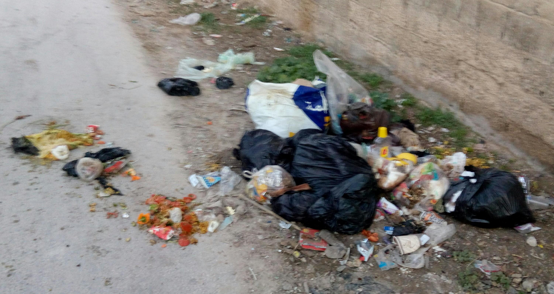 الاغوار الشمالية : انتشار النفايات وهدر المياه العادمة في الشوارع  ..  صور