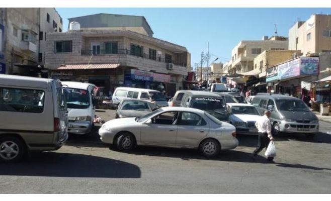 الكرك: شكاوى من تحول وسط المدينة السياحي لموقف للباصات