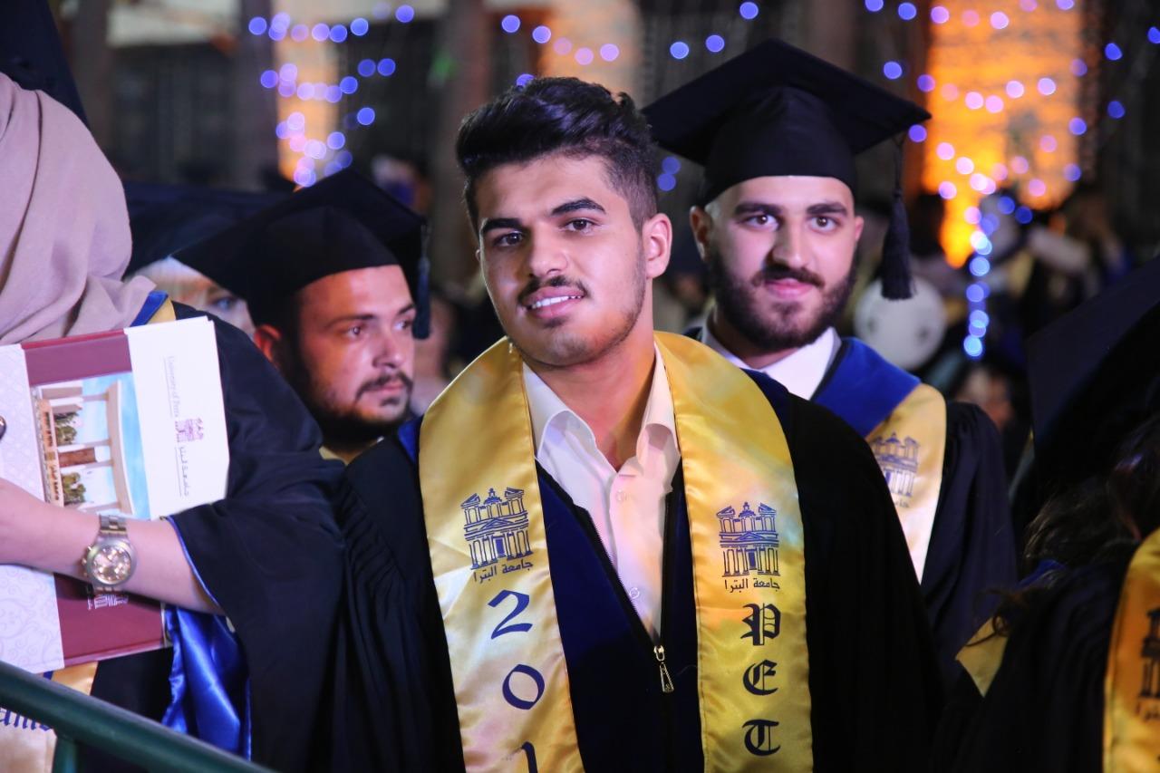 """المحامي """"محمد الدعجة"""" مبارك التخرج ..  صور"""