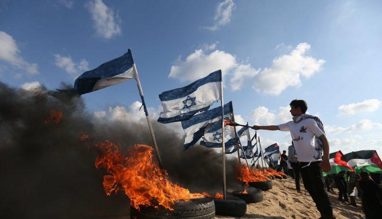 """غزة ..  جمعة """"حرق العلم الصهيوني"""""""