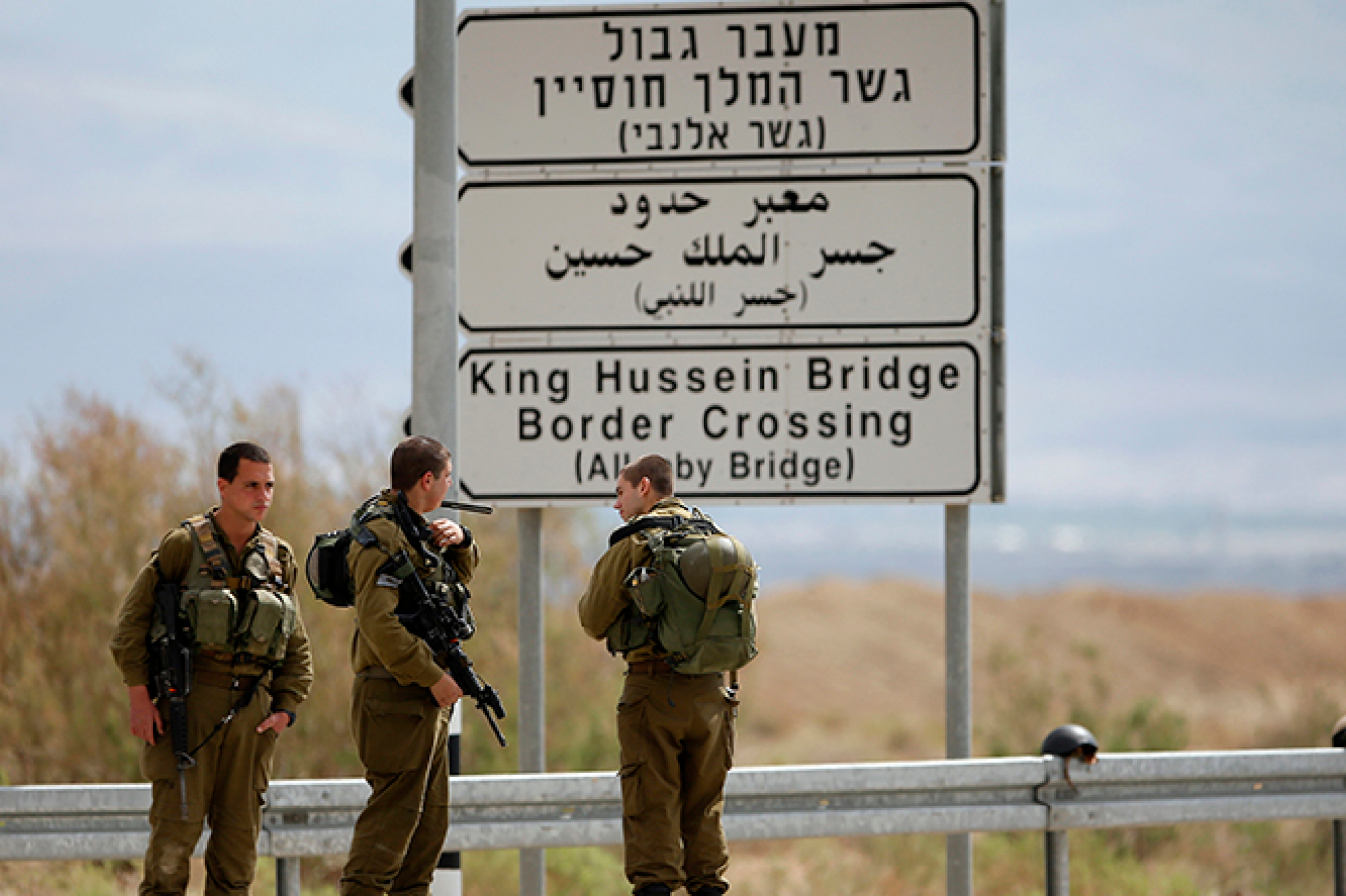 """إصابة جندي """"اسرائيلي"""" خلال إحباط تهريب أسلحة للأردن"""