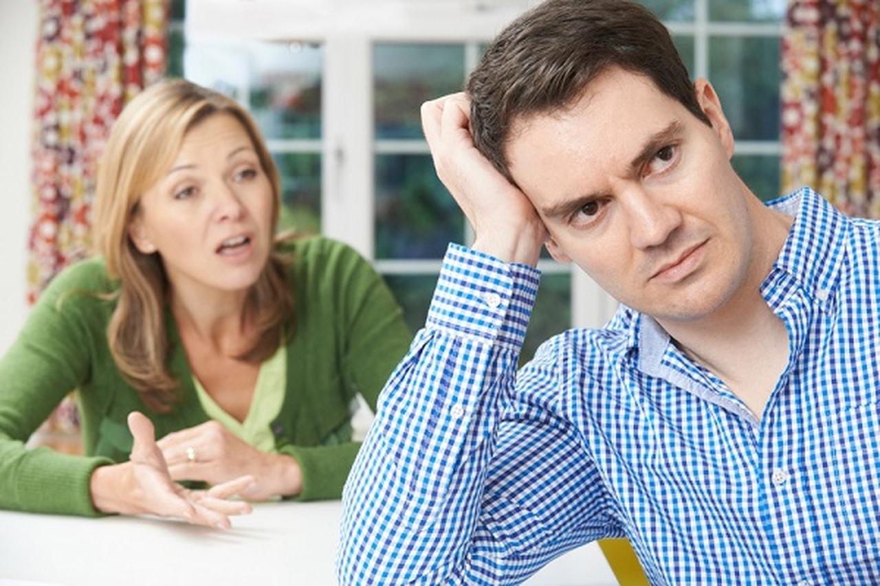 علاقة زوجي السابقه تؤثر على  حياتي !