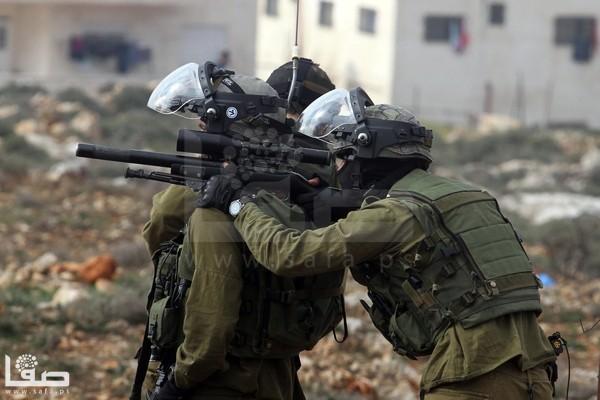 بالصور  ..  اعتقالات وإصابات بالرصاص بمواجهات برام الله والأغوار