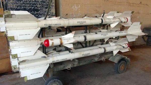 """بالصور.. غنائم """"داعش"""" بعد سقوط مطار الطبقة السوري"""