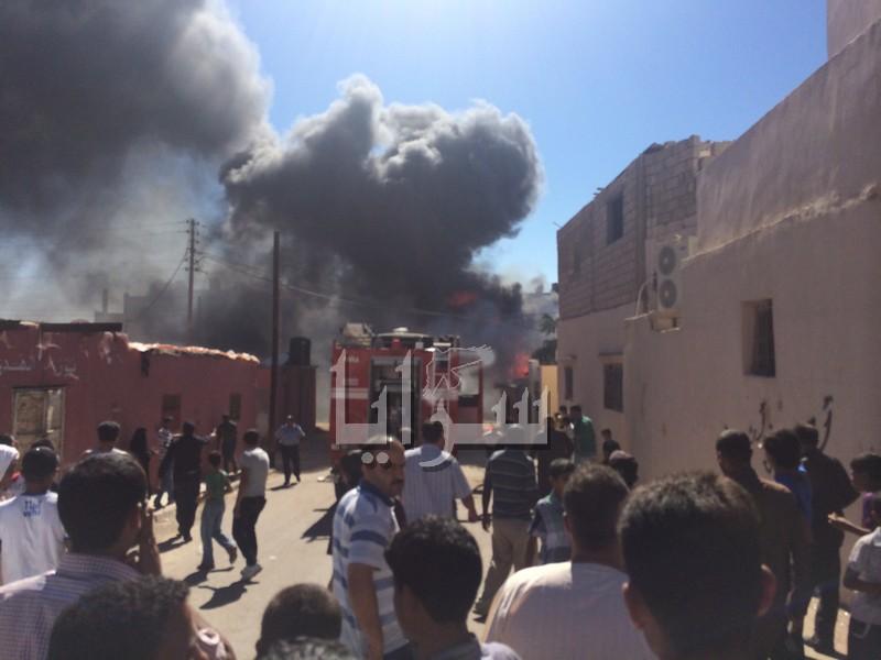 بالصور : تخزين 'البنزين المهرب' يتسبب بحريق ضخم في 3 منازل بالعقبة
