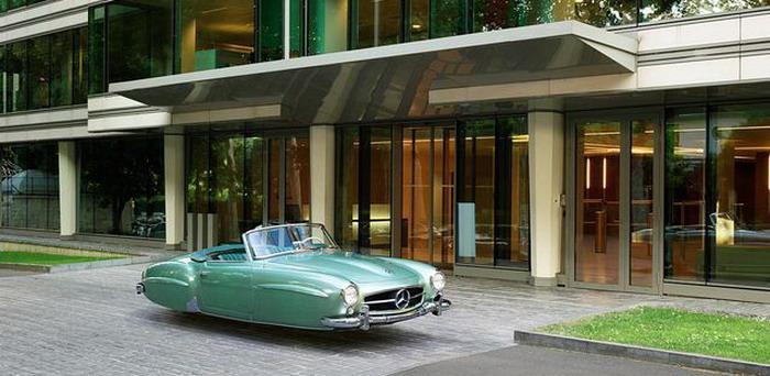 مصور يحول السيارات الكلاسيكية في دبي الي سيارات طائرة