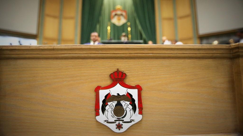 """""""قانونية النواب"""" تبحث طلبين من النائب العام بملاحقة وزيرين سابقين"""
