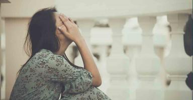 أفكر بالطلاق من زوجي بسبب رفضه للعلاج وحرماني من الأمومة