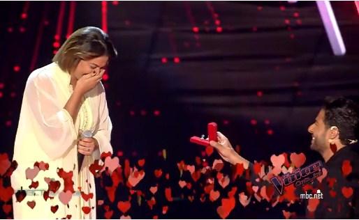بالفيديو  ..  محمد حماقي يتقدم لخطبة فتاة في برنامج ذا فويس