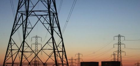 حادث سير يقطع الكهرباء عن مشتركين في الأزرق 5 ساعات