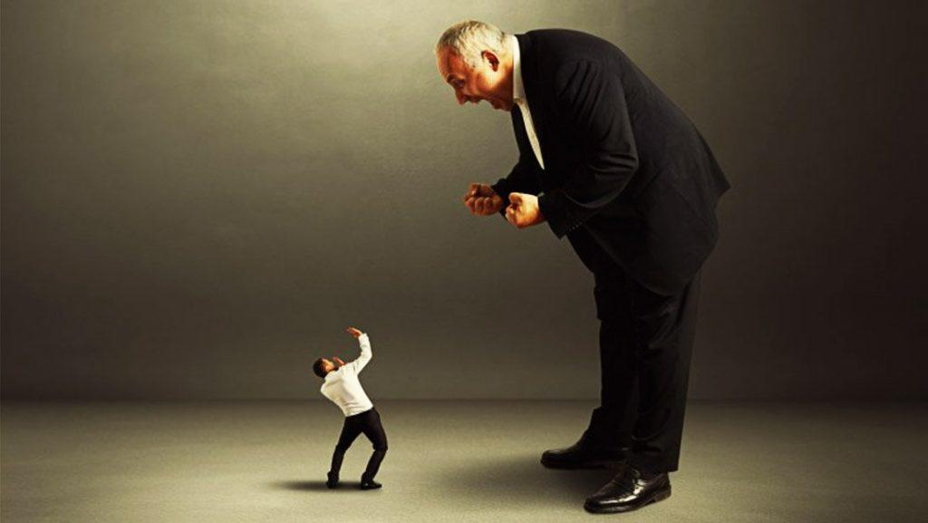 إليكم نصائح للتعامل مع المدير المتسلط