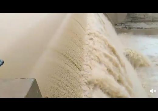 بالفيديو: شاهد امتلاء سد الوالة بالمياه