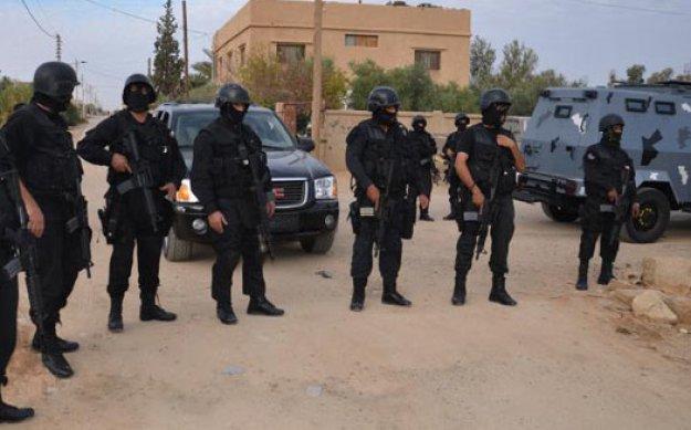 الاجهزة الامنية تلقي القبض على (9) مطلوبين خطيرين بمداهمة في البادية الشمالية الشرقية