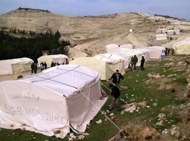 """شرطة الاحتلال تفكك مخيم """"قرية باب الشمس"""" الفلسطيني"""