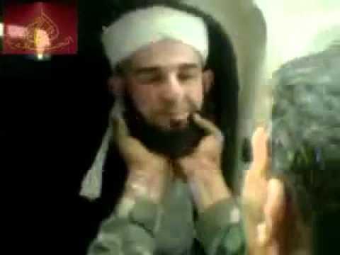 بالفيديو : جنود بشار ينتفون لحى المشايخ