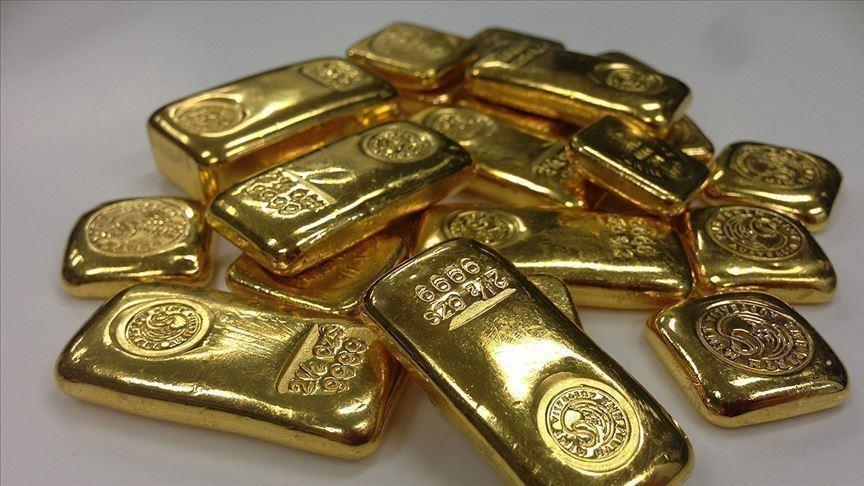 الذهب يهبط 1 بالمئة مع ارتفاع الدولار وعوائد السندات الأمريكية