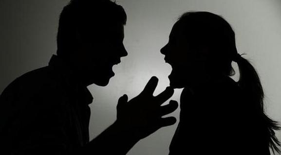 مصري بدعوى نشوز: حرمتني أولادي و استولت على شقة الزوجية و تركتني في الشارع