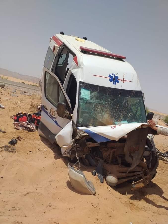 الكثبان الرملية تتسبب بحادث انزلاق لسيارة إسعاف  على طريق وادي عربة