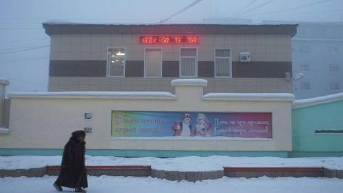 بالفيديو  :توجه التلاميذ إلى المدراس في سيبيريا رغم هبوط الحرارة إلى 50 تحت الصفر