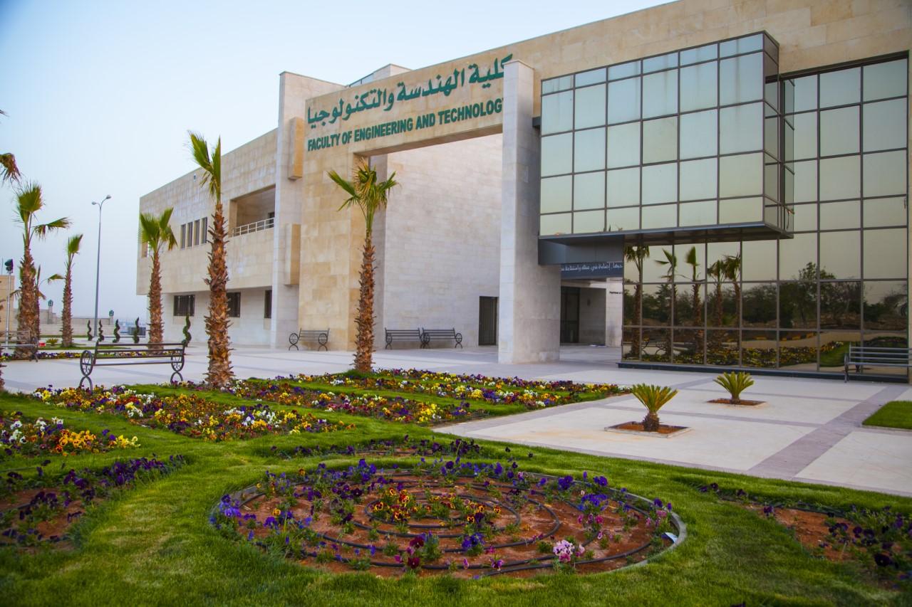 مشاركة كلية الهندسة والتكنولوجيا في جامعة الزيتونة الأردنية في مشروع السيارات الكهربائية والهجينة