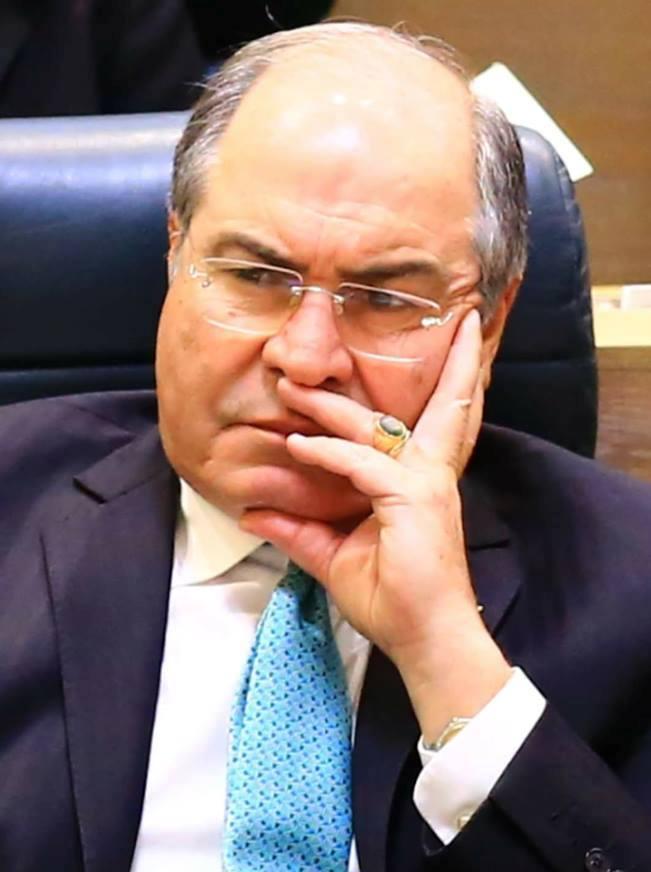 """""""الملقي"""" غاضب و منزعج من ترويج احد الوزراء لنفسه لتشكيل حكومة قادمة فهل سيطيح به  ..  ؟ تفاصيل"""