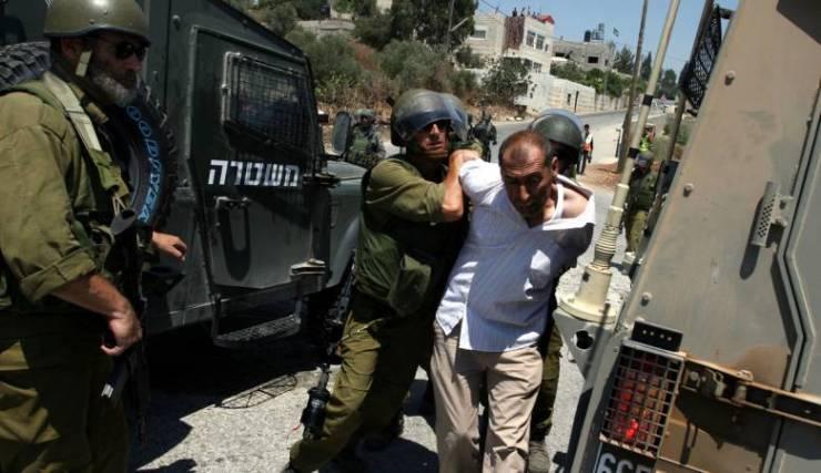 الاحتلال يعتقل فتاة وشابين من ترقوميا غرب الخليل