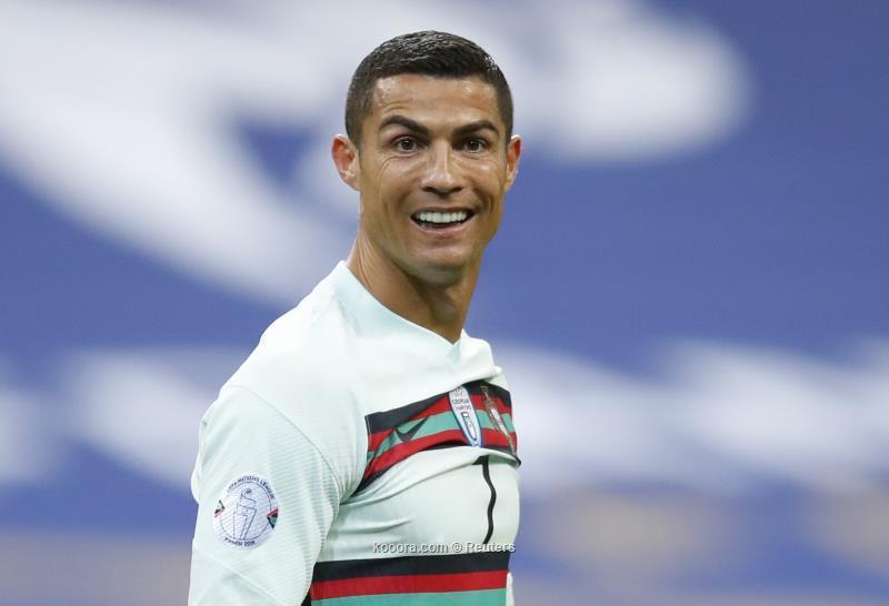 وزير الرياضة الإيطالي: رونالدو يشعر بأنه فوق كل شيء