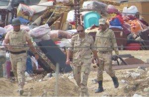 بالفيديو ...مشاهد تظهر تهجير الجيش المصري لسكان رفح لإقامة منطقة عازلة