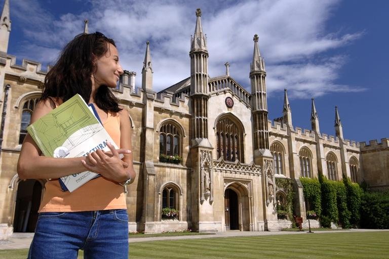 """بشرى سارة """"جداً"""" للطلبة الاردنيين الدارسين في بريطانيا"""