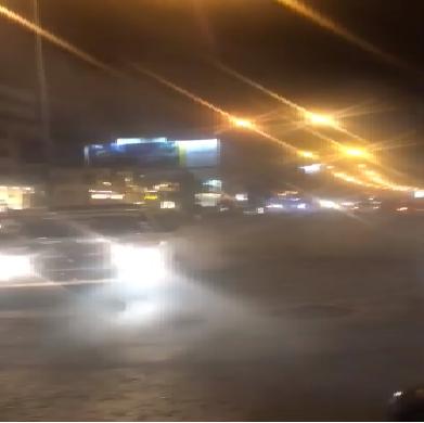 فيديو خطير لسائق متهور يعرض حياة المواطنين للخطر وسط عمان