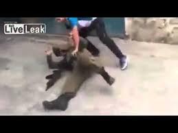 بالفيديو: شاب فلسطيني شجاع يضرب احد رجال الجيش الصهيوني