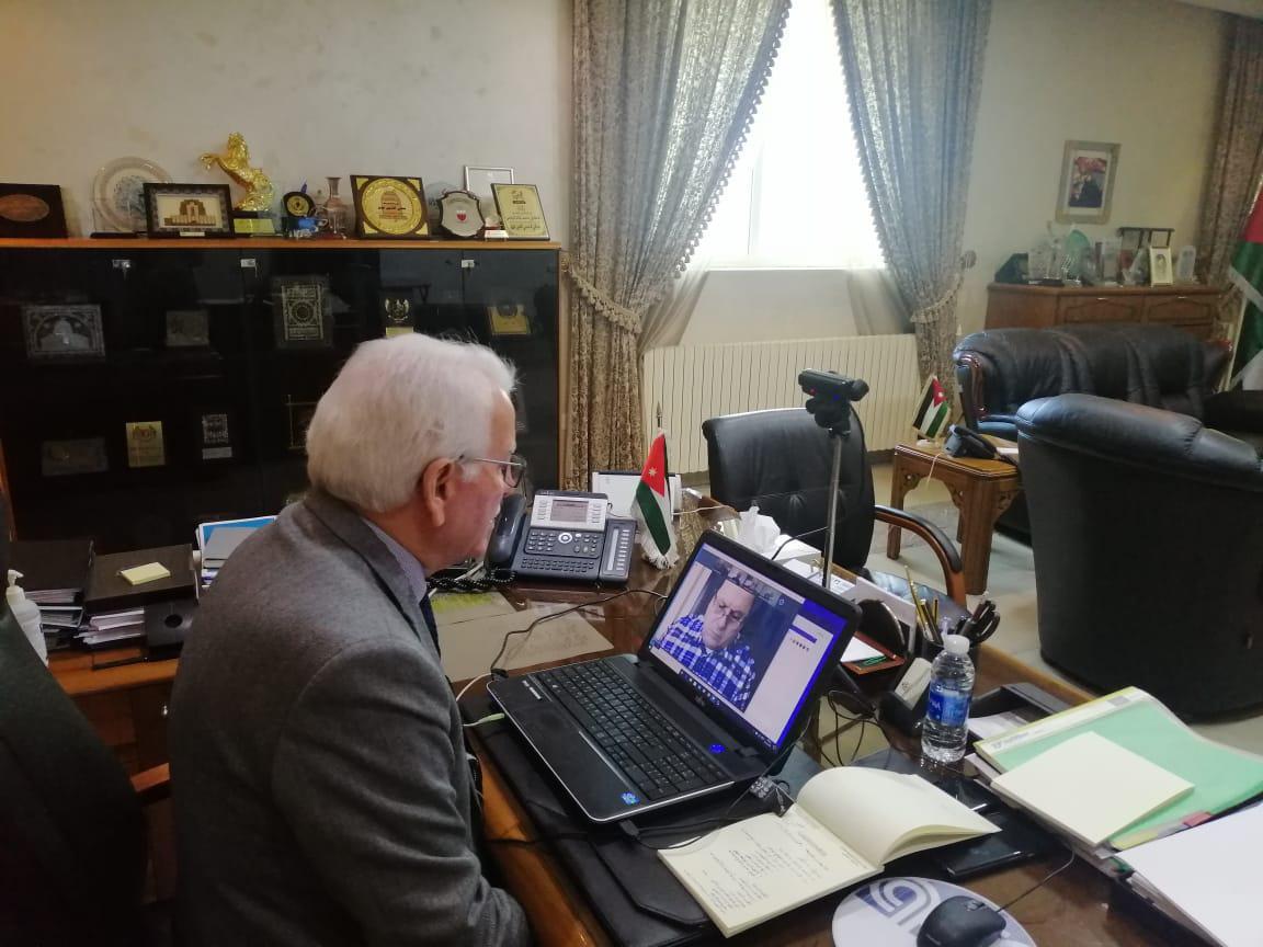 توق يترأس اجتماعاً لرؤساء الجامعات الخاصة باستخدام تقنيات الاتصال عن بعد