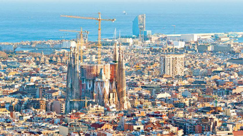 بلا فيزا أو تكاليف  ..  برشلونة ترحّب بالسائحين